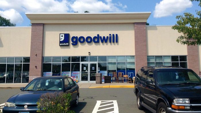 How Do You Locate Nearby Goodwill Shopping Locations?