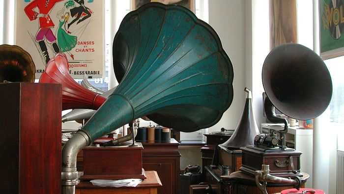 How Do You Determine the Value of an Antique Phonograph?
