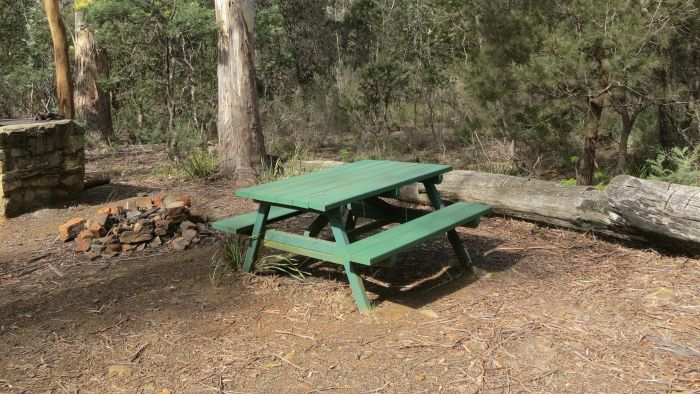 How Do You Repair a Broken Leg on a Wooden Picnic Table?