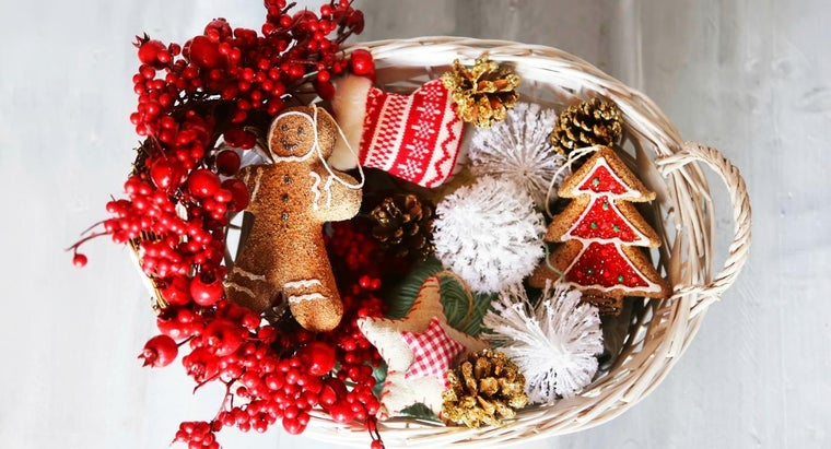 What Are Some Tips for Building Your Own Gift Basket?