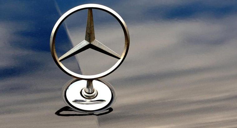 What Are Some Tips for Buying a Used Mercedes-Benz S550 for Sale?
