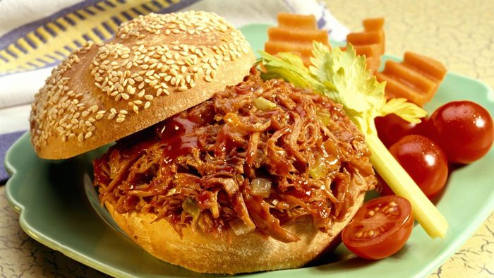 What Is an Easy Recipe for Making BBQ Pulled Pork Sandwiches?