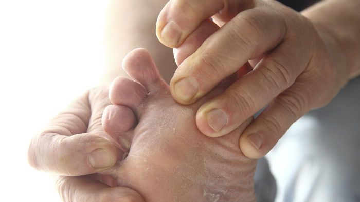 What Are the Symptoms of Diabetic Foot Pain?