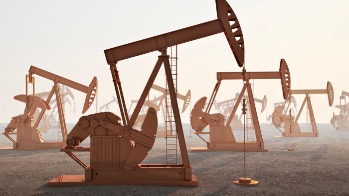 When Should You Invest in Oil?