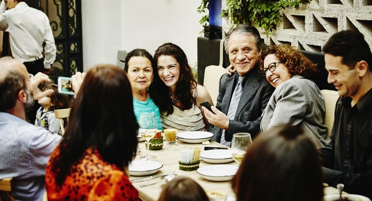 What Are Some Tips for Family Reunion Planning?