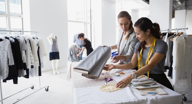 What Are Some Topics Included in a Fashion Buying Course?