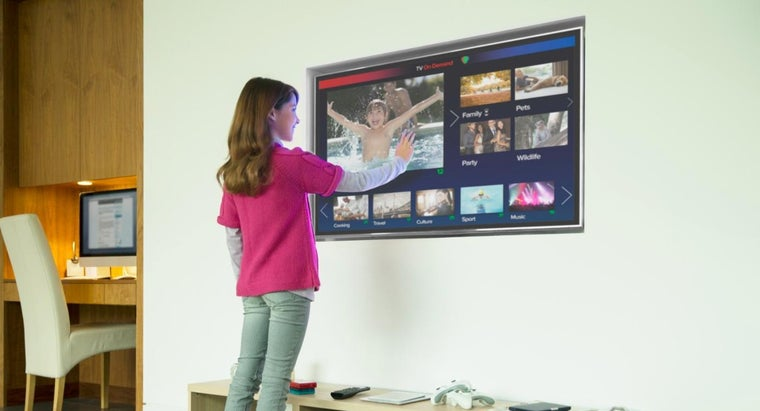 What Are Some Highly Rated 55-Inch Smart TVs?